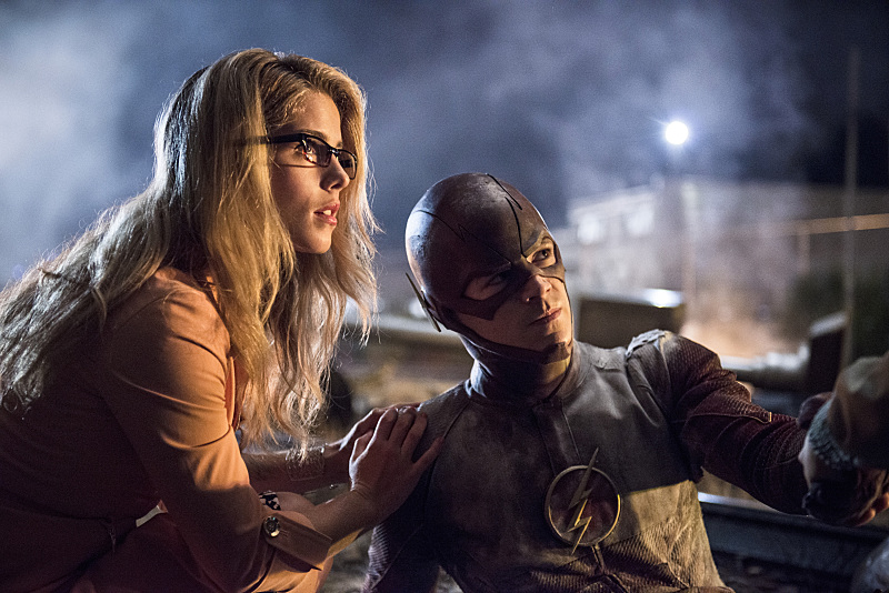 """The Flash -- """"Going Rogue"""" -- Image FLA104B_0254b -- Pictured (L-R): Emily Bett Rickards as Felicity Smoak and Grant Gustin as The Flash -- Photo: Cate Cameron/The CW -- © 2014 The CW Network, LLC. All rights reserved."""